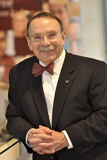 Loftin: Richard Bowen Loftin is the 24th and current President of TAMU. He is known by many for his trademark bow tie.