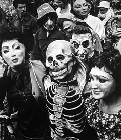 blueruins:    1984 Procession, Chalma, State of Mexico by Graciela Iturbide