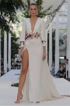 Sexy wedding dresses: designs full of feminine seduction skills Sexy Wedding Dresses, Elegant Dresses, Beautiful Dresses, Prom Dresses, Formal Dresses, Quince Dresses, Different Dresses, Quinceanera Dresses, Traditional Dresses