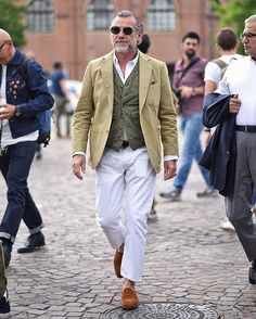 Pittiuomo▪️ • Rate this outfit from 1-10! Would you wear it! Yes or No?  Follow us @fashionman.co for more!  _____________________ •Turn  Post Notifications! •Double Tap ❤️ if you're fashionista! •Tag friends who are addicted to fashion! • by @alessandrosquarzi #menfashion _____________________ #menwith#menwithfootwear#menwithstreetstyle#suit#watchanish#fashionweek#dailywatch#menwithstyle#style#nike#adidas#premierleague#menswear#tuxedo#pittiuomo#gentleman#menfashion#ralphlauren#beautif