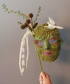 Learn how to create Making It Lovely's Halloween mask, which you can use for wall decor, or your next masked ball.