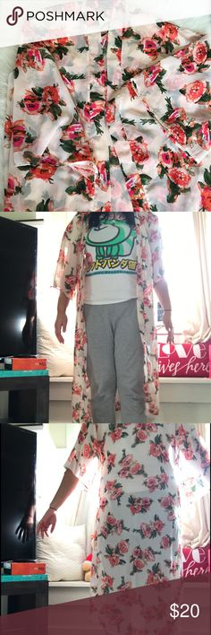 """🔥🔥F21 FLORAL KIMONO🔥🔥 Never worn out, worn maybe 2xs in the house. Basically brand new. Perfect as a swimsuit cover up, loungewear, or as an intimates piece. As you can tell in the pictures it is long in length. I'm 5'8"""" and hits mid shin. This piece is stunning💕 Forever 21 Other"""