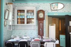Most striking feature: Inside the Pharmacy Museum in Lisbon you can find Pharmacia Restaurant. Just like we saw earlier at the recently opened Mariapaviljoen in Den Bosch everything in here is about getting better. In Den Bosch you're in a former hospital, here you are...