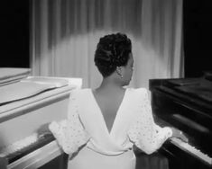 Black Museum, Motion Photography, Vintage Black Glamour, Aesthetic Women, Black History Facts, Brown Skin Girls, Black Artists, Iconic Women, African American History