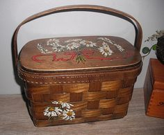 vintage splitwood Box purse .... Caro Nan ... Daisies ... floral ... quilted lined ... storage via Etsy