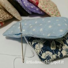 Discover recipes, home ideas, style inspiration and other ideas to try. Sewing Toys, Sewing Crafts, Sewing Projects, Sewing Patterns Free, Sewing Tutorials, Love Sewing, Hand Sewing, Pochette Diy, Crochet Hook Set