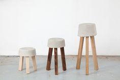 """Con un poco de cemento, un balde y unos listones de madera klemens schillinger hizo un banco, """"el que sobra"""" lo llamó. El balde se usa como el molde para el asiento. Ahí se mezcla el concreto y se dejan los pedazos de madera. El resultado un coqueto banco en tan solo unas horas. Lindo proyecto para una tarde de verano, ¿no? - See more at: http://www.specadoc.com/search/label/DIY#sthash.BLhVXJXP.dpuf"""