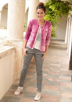 Country Line népviseleti kardigán strasszkövekkel Country Line, Capri Pants, Fashion, Capri Pants Outfits, Moda, Fasion, Capri Trousers
