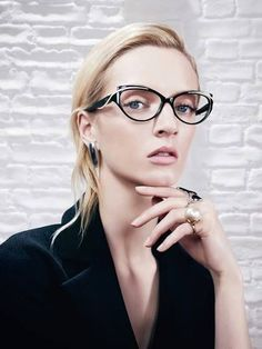 Dior launches its Audacious eyewear for Fall/Winter 2013 including these striking sunglasses inspired by the wings of a butterfly. Glasses Frames, Eye Glasses, Chanel Glasses, Dior Collection, Christian Dior, Dior Eyeglasses, Lunette Style, Color Plata, Wearing Glasses