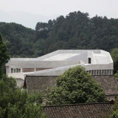Hospital+for+a+rural+Chinese+community++features+a+ramp+that+slopes+up+to+the+roof