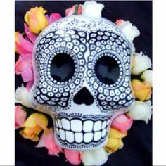 Calaveras Crane, Day Of The Dead Art, Mexican Skulls, Dark Matter, Sugar Skull, Pottery, My Love, Zentangles, Paper Mache