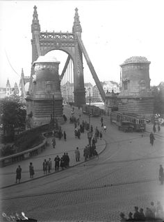 Old Pictures, Old Photos, Budapest Hungary, Tower Bridge, Brooklyn Bridge, Historical Photos, The Past, Retro, Travel