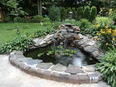 40 Awesome Small Backyard Pond with Lawn Ideas - Beauty Room Decor Small Backyard Ponds, Backyard Water Feature, Small Ponds, Backyard Waterfalls, Garden Ponds, Koi Ponds, Pond Landscaping, Landscaping With Rocks, Pond Design