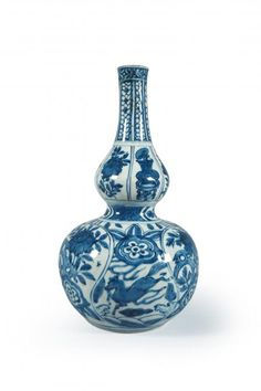 Vase blue and white porcelain gourd-shaped decorated with floral motifs and fantastic animals, period Ming