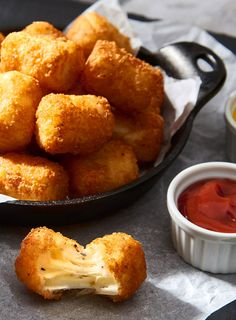 Cheese Stuffed Tots Recipe - V&V Supremo Foods, Inc. Potato Tots, Potato Sides, New Recipes, Cooking Recipes, Favorite Recipes, Twice Baked Potatoes, Fried Potatoes, Mexican Sour Cream, Filling Food