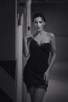 Black And White Elegant And Classy Enjoy xox Photography Women, White Photography, Ideias Fashion, Sexy Women, Feminine, Classy, Glamour, Style Inspiration, Elegant