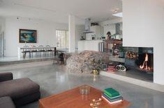Le salon chic et design d'une maison en Suède. Plus de photos sur Côté Maison http://petitlien.fr/7uxo