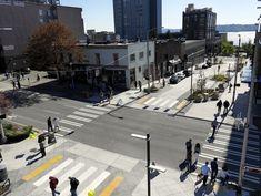 Woonerf Bell Street, Seattle, EUA. fonte: https://psudelft2015drewdevitis.wordpress.com/2015/07/12/the-woonerf-living-streets-for-people/