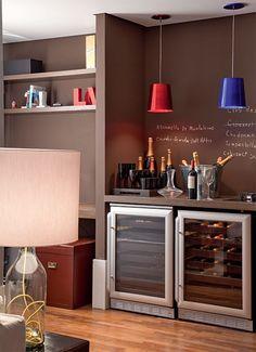 Em casa de enófilo, todo cantinho tem um toque de vinho. #wine #vinho #adega #cellar #decoration #decoracao