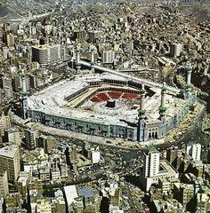 Mecca Masjid, Masjid Al Haram, Mecca Images, History Of Islam, Amazing Places On Earth, Mekkah, Beautiful Islamic Quotes, Islamic Images, Religion