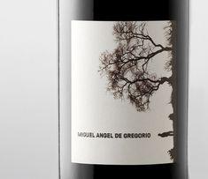 Si alguna vez diseñara una etiqueta de vino, quiero pensar que sería en esta línea: sencilla, original pero evocadora.