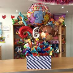 Disponible  hermosa caja de regalo para ese cumpleañero especial  (el número se le puede cambiar) Balloon Centerpieces, Balloon Decorations, Christmas Decorations, Box Decorations, Birthday Cards, Birthday Gifts, Balloon Gift, Pin On, Candy Bouquet