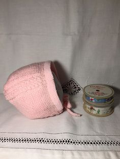 Gorro de bebé Princesa Carlota | Espacio Claudelina Coin Purse, Purses, Knitting, Beanie Babies, Wool Hats, Caps Hats, Crochet Stitches, Baby Tops, Handbags