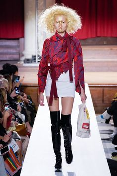 Vivienne Westwood Fall 2019 Ready-to-Wear Fashion Show Collection: See the complete Vivienne Westwood Fall 2019 Ready-to-Wear collection. Look 65 Style Couture, Couture Fashion, Runway Fashion, London Fashion, Vivienne Westwood, Fashion Week, Fashion Show, High Fashion, Trend Council