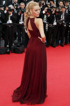 Blake Lively - just as pretty from the back. Love