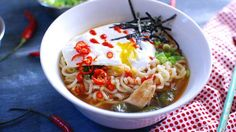 Easy Spicy Chicken Ramen Noodle Soup - Chicken, fresh spinach and sriracha turn ramen noodles into a gourmet meal that's better than packaged ramen, but cheaper and easier than a restaurant. Ramen Noodle Soup, Ramen Noodle Recipes, Ramen Noodles, Korma, Biryani, Ramen Toppings, Gourmet Recipes, Gourmet Meals, Chilli Recipes