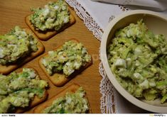Canapes, Avocado Toast, Guacamole, Breakfast, Ethnic Recipes, Diet, Morning Coffee, Couches, Morning Breakfast