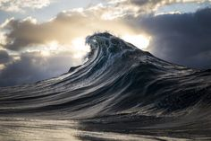 A Black and Blue Life: A Coal Miner Becomes a Photographer of Exquisite Waves and Seascapes / Photo by Ray Collins  http://www.thisiscolossal.com/2015/03/wave-photography-ray-collins/