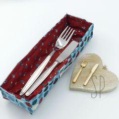 Come cucire il porta posate http://sarapoiese.com/come-cucire-il-porta-posate/?utm_campaign=coschedule&utm_source=pinterest&utm_medium=sara&utm_content=Come%20cucire%20il%20porta%20posate