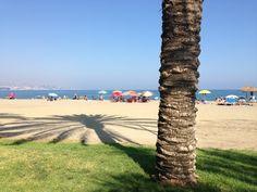 Mooie stranden aan de westkant van de haven: Playa de la Misericordia. Minder geluid van het verkeer dan bij La Malagueta. Meer locals, minder toeristen.