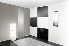 Mustavalkoiset Platos ovet tuovat pirteän ilmeen eteiseesi #liukuovet #musta #musta sisustuksessa