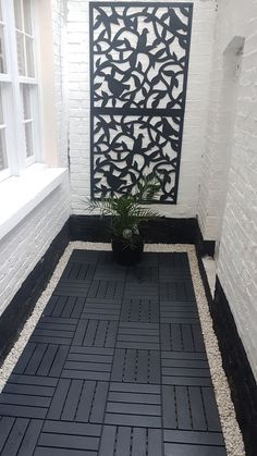 London Georgian House Basement Decorative Wall Art with Ikea Decking with w Balkon Interieur Small Balcony Decor, Small Patio, Balcony Decoration, Mosaic Patio Table, Patio Chico, Balcony Flooring, Ikea Outdoor Flooring, Ikea Patio, White Gravel