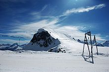 Skiing in August, in Cervinia you can & .- Sciare in Agosto, a Cervinia si puo' news.it… Skiing in August, in Cervinia you can & news. Best Vacation Spots, Best Vacations, Places To Travel, Places To See, Best Ski Resorts, Zermatt, Going On Holiday, Beautiful Places In The World, Nightlife Travel
