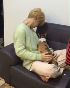 jimin and cats are my favourite pair Park Ji Min, Love U So Much, Love You, My Love, Mochi, Jimin Selca, Bts Funny Videos, Ulzzang Kids, World 7
