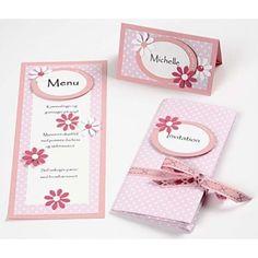 Indbydelse og bordkort i romantisk stil