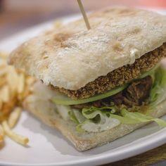Te imaginas tu ensalada favorita hecha #hamburguesa? En #HamburguesaNostra la hemos hecho para ti. Prueba nostra nueva #HNCésardePollo de corral en pan de cristal con todos los ingredientes de una auténtica #ensaladaCésar. No se hable más.  Ven a Arturo Soria o a cualquiera de nuestros #restaurantes y a disfrutar!  #gastronomía #foodlovers #foodies #foodiesofinstagram #foodporn #gastrolovers #igersmadrid #carnívoros #megustalacarne #burgerlovers #burger #otoño2016 #picoftheday #photooftheday