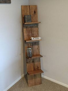 Rustic and Barn Style kitchen shelf. Wooden Ladder Shelf, Pallet Wall Shelves, Corner Shelves, Ladder Decor, Pallet Crates, Wood Pallets, Kitchen Styling, Pallet Furniture, Home Projects
