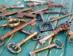 Something about old keys. The shape, the curves, the places they once opened, the treasures they guarded. Old keys are awesome! Under Lock And Key, Key Lock, Antique Keys, Vintage Keys, Antique Hardware, Knobs And Knockers, Door Knobs, Door Handles, Key To My Heart
