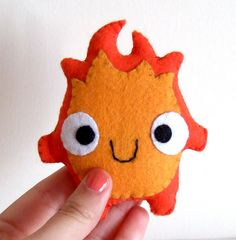 calcifer plush- howl's moving castle would be an amazing diy hand warmer Totoro, Felt Crafts, Fabric Crafts, Sewing Crafts, Fabric Toys, Crochet Kawaii, Kawaii Felt, Craft Projects, Sewing Projects
