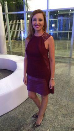 Vestido em couro sintético e renda .  www.adrianagobato.com.br