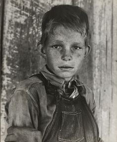 +~+~ Vintage Photograph ~+~+ Eyes of the Great Depression ~ Twelve year old son of a cotton sharecropper near Cleveland, Mississippi. By photographer Dorothea Lange ~ June 1937 Documentary Photographers, Famous Photographers, Old Pictures, Old Photos, Children Pictures, Vintage Photographs, Vintage Photos, Dorothea Lange Photography, Dust Bowl