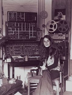 Articles: Resident Visitor: Laurie Spiegel's Machine Music | Features | Pitchfork