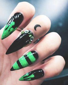Nail Art Designs, Black Nail Designs, Simple Nail Designs, Acrylic Nail Designs, Goth Nails, My Nails, Skull Nails, Stiletto Nail Art, Matte Nails