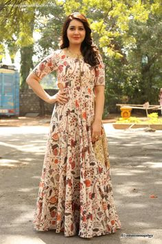 Rashi Khanna - Rashi Khanna Photos, Rashi Khanna StillsRashi-Khanna in a floor length anarkaliRaashi Khanna Photos at Bengal Tiger Video Songs LaunchHow To Style Regular Kurta - LookvineHere are few ways you can style your regular kurta. Indian Gowns, Indian Attire, Indian Outfits, Kurta Designs, Blouse Designs, Fashion Clothes, Fashion Outfits, Ethnic Dress, Anarkali Dress