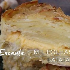 """Ebaaa vídeo da foto anterior para naão ter erro na hora """"H"""" de preparar a TORTA MIL FOLHAS DE BATATA 🥔 tem vídeo completo no canal do You Tube. Clica no link aqui https://youtu.be/VMsU-glIRKc e Bom Apetite! #batata #batatalaminada #babatagratinada #batataaoforno #tortadebatata #bolodebatata #batatacomqueijo #montaencanta #batata"""