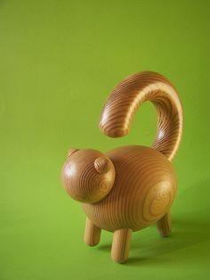 Wooden cat by Aarikka, Finland Woodworking Workshop, Woodworking Wood, Woodturning Videos, Woodturning Tools, Cat Crafts, Wood Crafts, Objet Deco Design, Baby Sensory Toys, Wooden Cat
